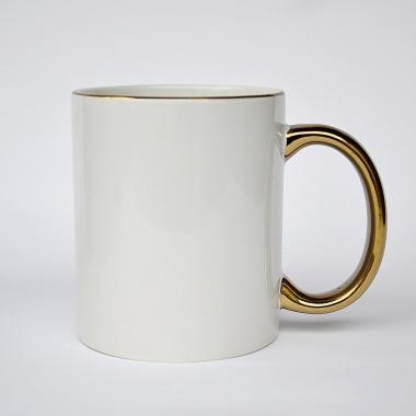 Чашка с золотой ручкой и ободком